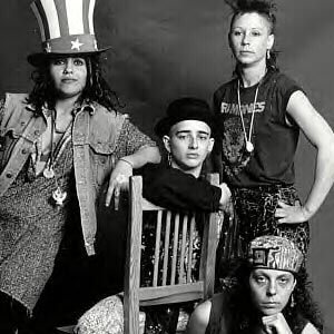 4-non-blondes-outfits